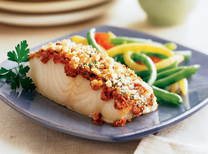 Filetes de pescado al horno fáciles ¿Buscando una simple cena de pescado? Para una parrillada con tu familia, omita los filetes congelados y pruebe esta receta fácil de filetes de pescado recién horneados. Con poca preparación involucrada, esta es una gran cena fácil de última hora para la familia. comencemos ahora.