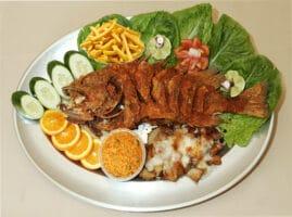Recetas-con-pescado-de-mojarra-frita-y-papas-fritas