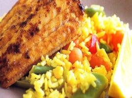 receta de arroz con pescado seco y verduras sencillo