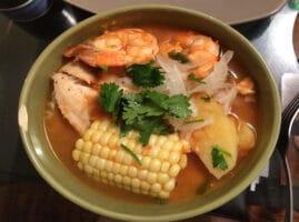 Estofado de pescado tilapia con verduras