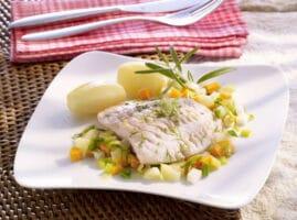 filete-de-pescado-en-mantequilla-con-verduras