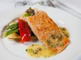 pescado a la mantequilla y alcaparras