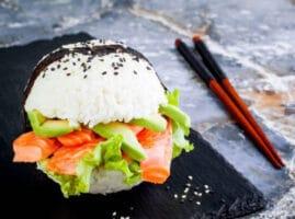 La-hamburguesa-de-sushi-la-receta-de-moda