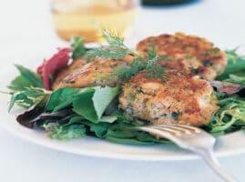 pastel de salmón al horno y aguacate