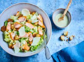pescado frito con ensalada