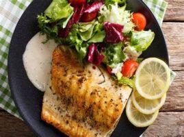filete-de-pescado-con-ensalada