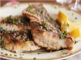 pescado al sartén con mantequilla